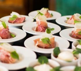 Диетолог рассказала, чем грозит отказ от мяса и морепродуктов