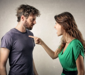 Женщины, которые постоянно «пилят» своих мужчин