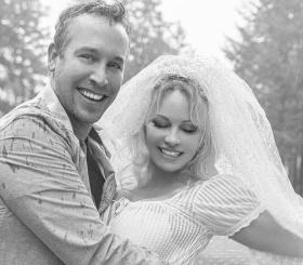 Памела Андерсон вышла замуж за телохранителя