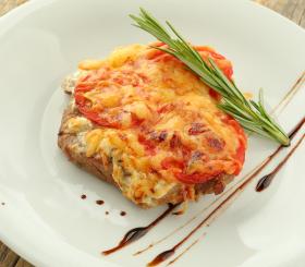 Рецепт дня: изысканное мясо по-французски